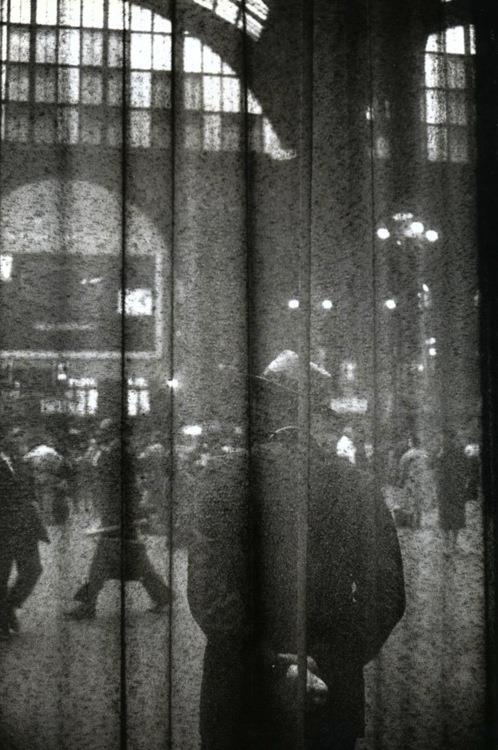 louis stettner central waiting hall 1958